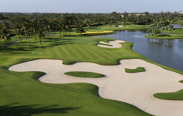 large bunkers, thai country club, bangkok, thailand