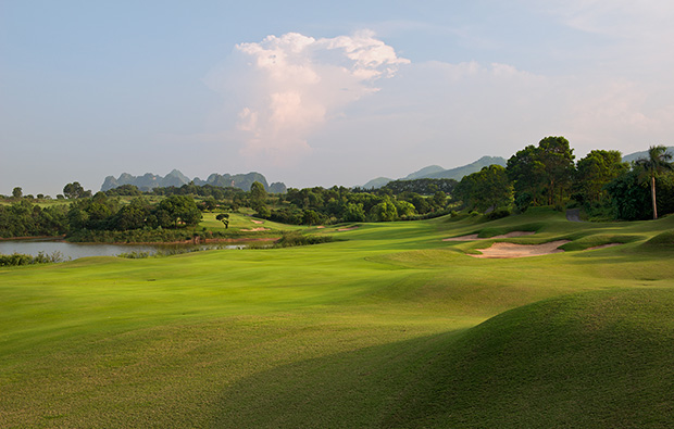 5th hole lakes courses, skylake golf resort, hanoi