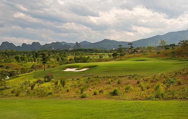 6th green, sky lake golf resort, sky course, hanoi, vietnam