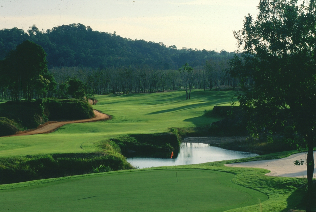18th green blue canyon country club lakes course, phuket