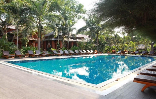 Bawga Theiddhi Hotel pool