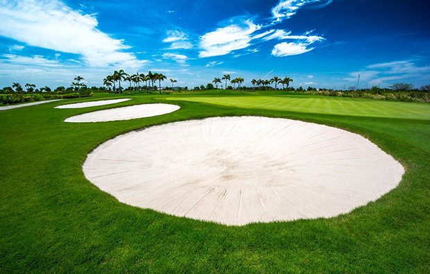 challenging bunkers at best ocean golf club, bangkok, thailand