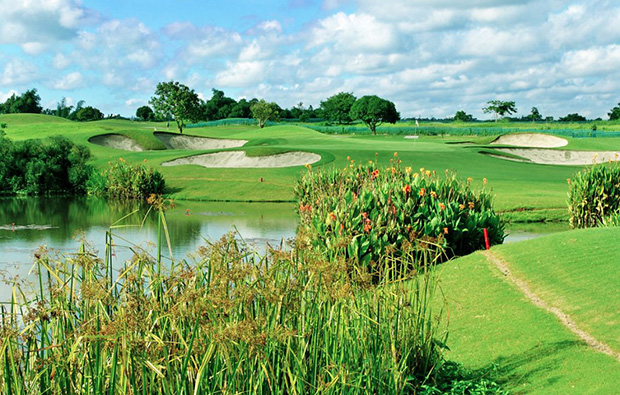 Par 3 at Eagle Ridge Golf Country Club, Manila, Philippines