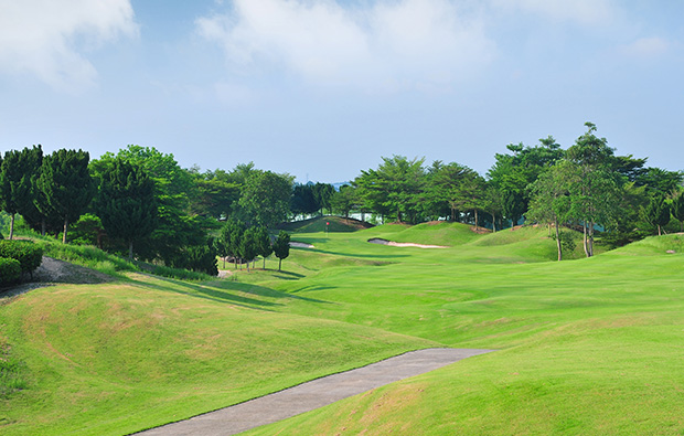 1st hole, st andrews 2000 golf club, pattaya, thailand