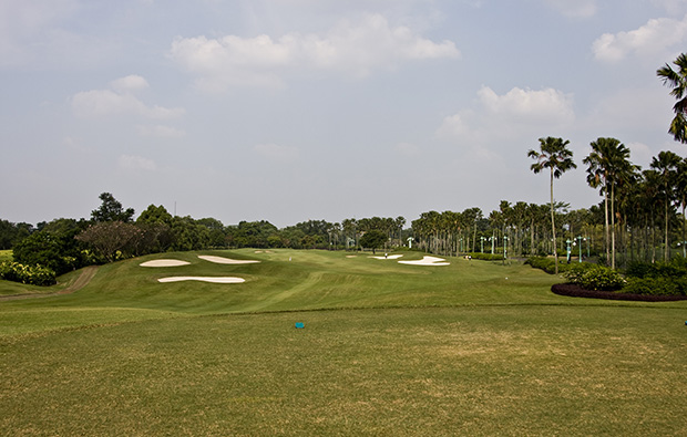 hole 2 lake course, emeralda golf country club, jakarta, indonesia