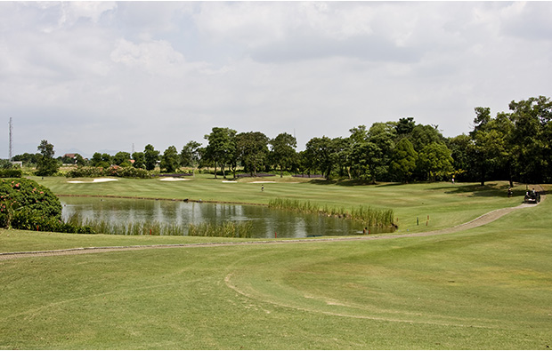 hole 1 river course, emeralda golf country club, jakarta, indonesia