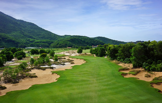 17th hole, laguna lang co golf club, danang, vietnam