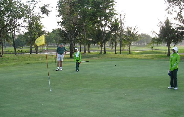 putting, windsor park golf club, bangkok, thailand