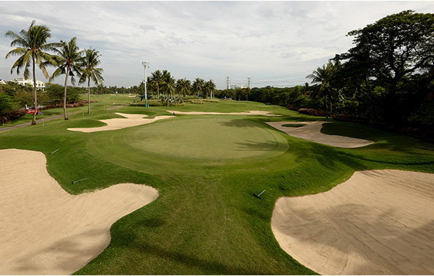 green protected by bunkers, damai indah pik course, jakarta, indonesia