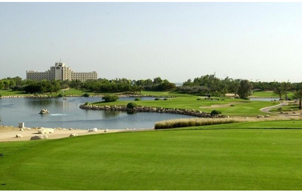hole 8, jebel ali golf club, dubai, united arab emirates
