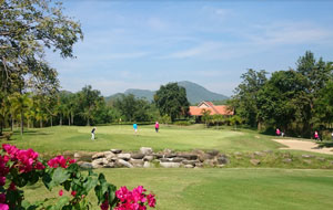 Kaeng Krachan Country Club Green