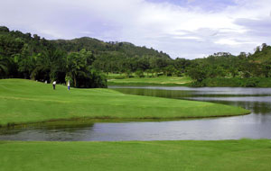 2nd green loch palm golf club, phuket