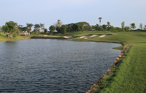 lake, nikanti golf club, bangkok, thailand
