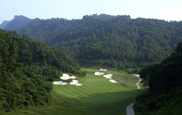 aerial view with challenging bunkers at norman course mission hills, guangdong china