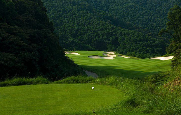 bunker at a hill at norman course mission hills, guangdong china