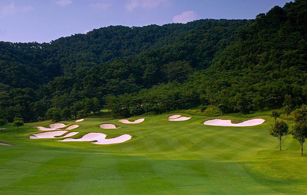 bunkers at olazabal course mission hills, guangdong china