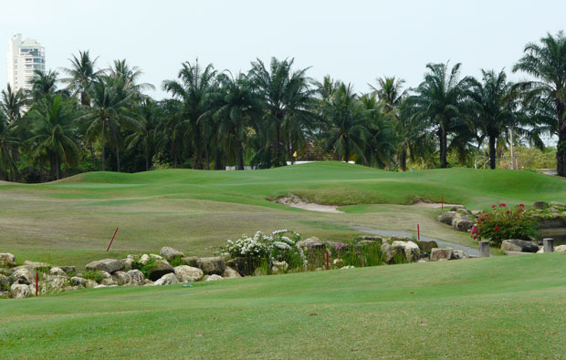 green at mountain shadow golf club, pattaya, thailand