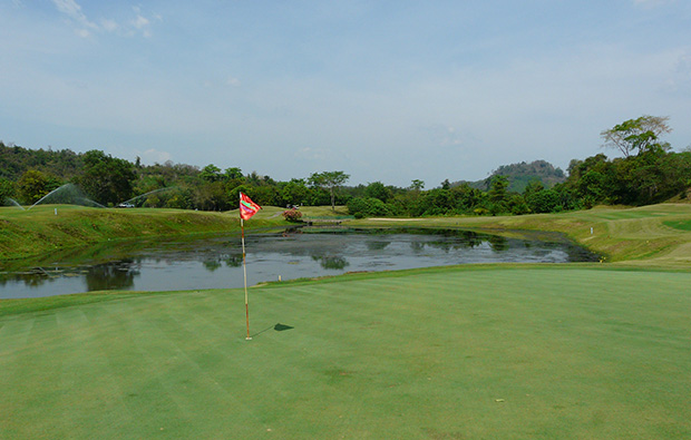 18th green, rajjaprabha dam golf course, samui, thailand