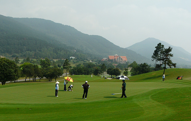 putting, tam dao golf resort, hanoi, vietnam
