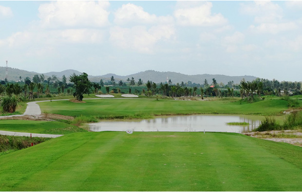 water hazard, Parichat International Golf Links, Pattaya, Thailand