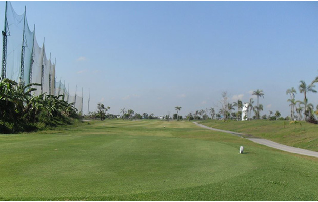 Tee box Royal Garden Golf Country Club, Angeles City, Philippines