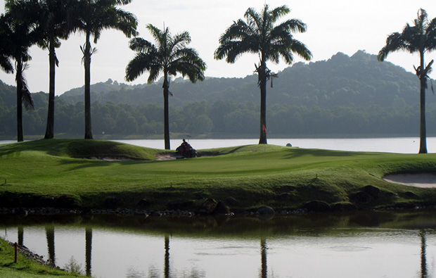 fantastic lake view in raffles country club in singapore