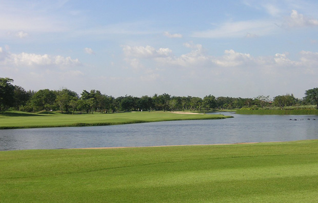 lake, the royal golf country club, bangkok, thailand