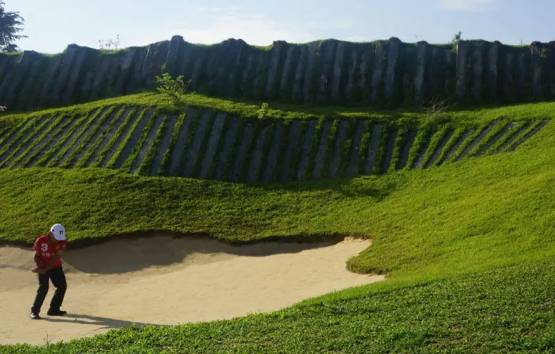 "Siam Country Club Rolling Hills ""Wall of Death"""