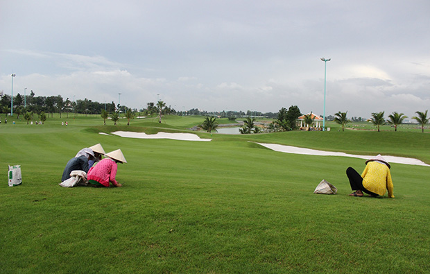 repairing course, tan son nhat golf course, ho chi minh,vietnam
