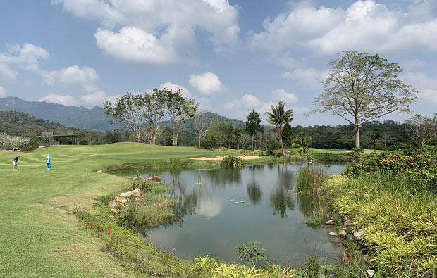 Soi Dao Highland Golf Resort, Pattaya - approach