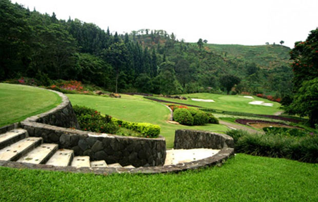 tee box gunung geulis country club