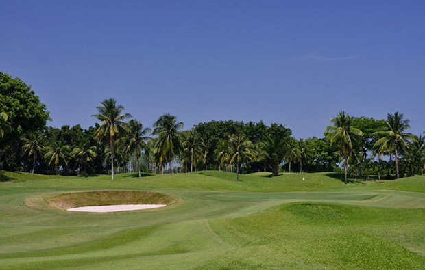 approach to green at khao kheow country club, pattaya, thailand