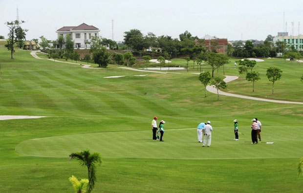 Padang Golf Sukajadi Green