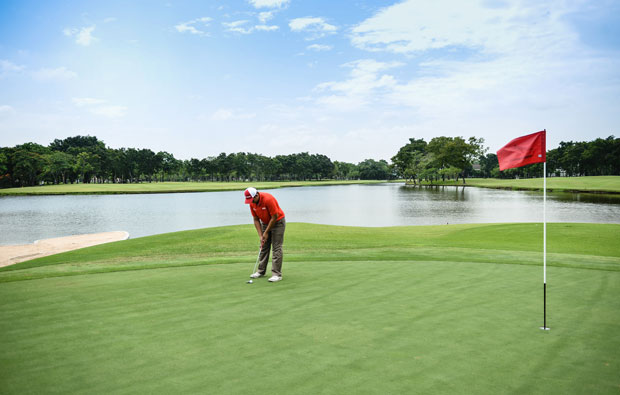 putting, thana city golf club, bangkok, thailand