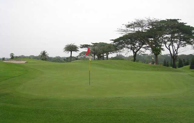 amazing green course warren golf country club in singapore